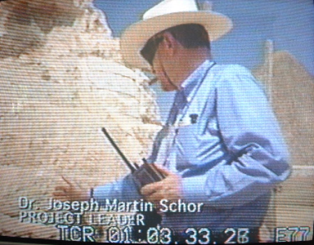 ok98-joseph-schor-directing-exploration-at-the-sphinx-in-1996-in-search-of-the-legendary-hall-of-records.JPG